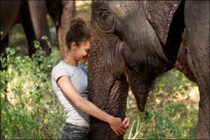 volunteer-with-elephant