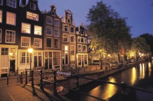 3559_Amsterdam-Jordaan-by-night-melkmeisjebrug